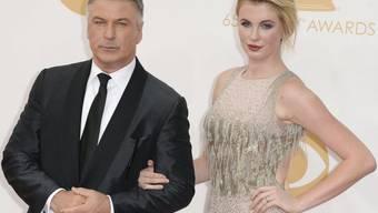 Tochter Ireland (rechts) und deren zwei kleinen Geschwister sind ihm nicht genug: Schauspieler Alec Baldwin wird noch einmal Vater - zum dritten Mal in drei Jahren (Archiv).
