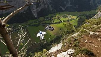 Das Lauterbrunnental ist bei Basejumpern beliebt wegen seiner senkrechten Felsen. (Symbolbild)