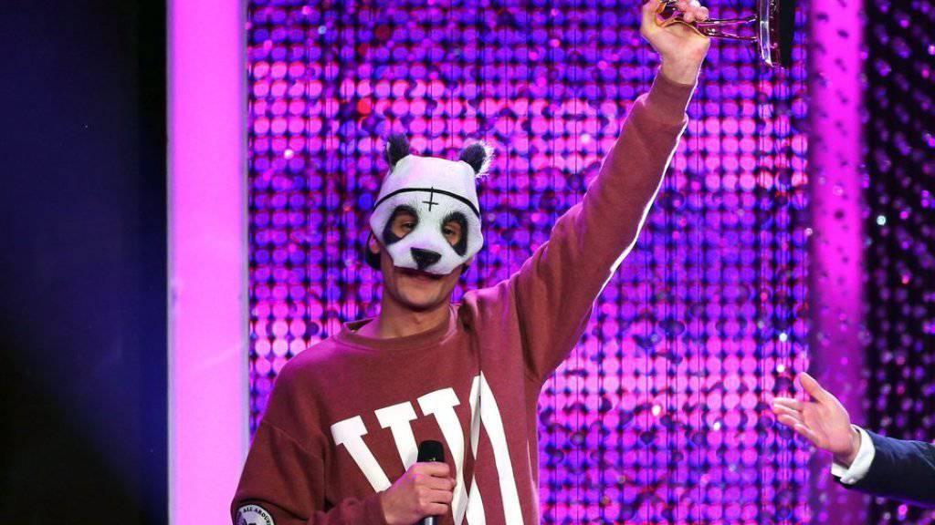 Der Mann mit der Panda-Maske schafft mit seinem Hit «Easy» einen Meilenstein.