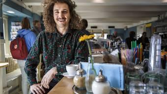 Remo Krieg fühlt sich wohl an der Aare. Deshalb hält er sich auch gerne in oder vor der Cafébar Landhaus auf.