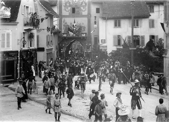 Jetzt nach der Renovation soll das Törli zum Feste laden wie einst 1901 bei der 400-Jahr-Feier des Kanton Basel in der Eidgenossenschaft.