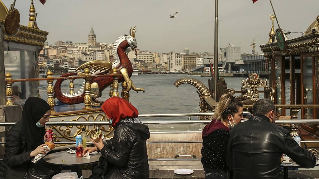 Erneut mehr als 40 000 Corona-Neuinfektionen in Türkei