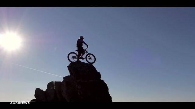 Todesmutiger Mountainbiker