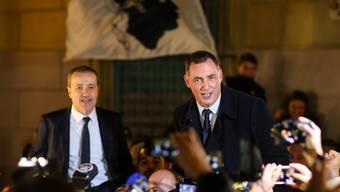 Auf Korsika haben die Nationalisten das Ruder übernommen. Während Gilles Simeoni (r) als Chef der Regionalregierung fungiert, wurde Jean-Guy Talamoni an die Spitze der Regionalversammlung gewählt. (Archivbild)