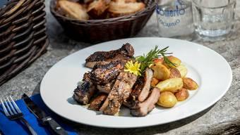 Fleischessen und die Nahrung vor dem Essen zubereiten: Dank dieser Innovationen konnten unsere Vorfahren die Zeit fürs Kauen drastisch reduzieren. (Archiv)