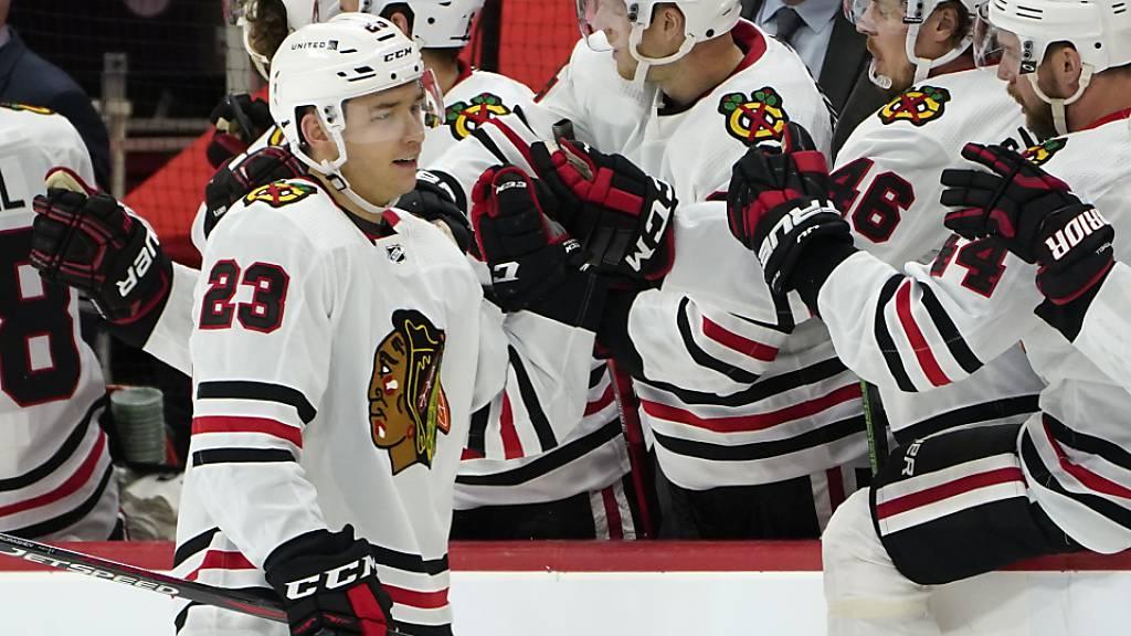 Philipp Kuraschew klatscht ab nach seinem fünften Tor in der NHL