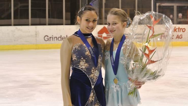 Die erfolgreichenWendy Zimmermann (links) und Cindy-Lilli Zimmerli in Grindelwald.
