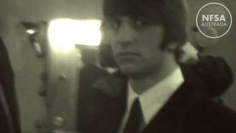 Intim: Die Beatles beim Herumalbern in der Garderobe.