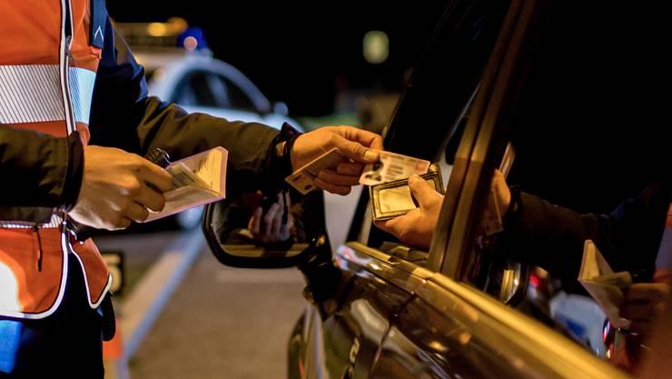 Die Polizei konnte den Fahrer des VW Golfs in Station Siggenthal anhalten. (Symbolbild)