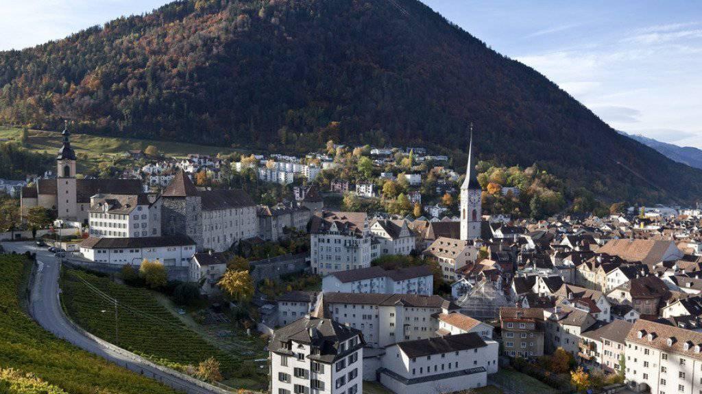 Die Altstadt von Chur, Hauptort des Kantons Graubünden, mit dem Brambrüesch im Hintergrund (Archiv)