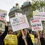 Amnesty International lancierte mit einer Petition an Justizministerin Karin Keller-Sutter eine nationale Kampagne gegen sexuelle Gewalt an Frauen.