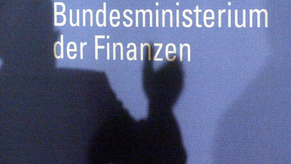 Deutschland kann die Schulden der öffentlichen Hand leicht senken - sie betragen aber weiterhin rund 2 Billionen Euro.