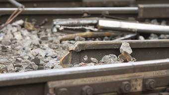 Bei der Entgleisung eines Güterzugs in der Nähe des Bahnhofs Eglisau ZH sind Schäden am Gleis entstanden. (Symbolbild)