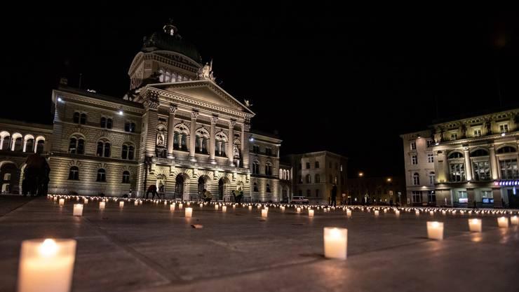 Mahnwache vor dem Bundeshaus: Eine Kerze für jeden Todesfall.