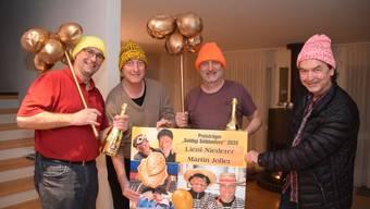 Preisträger Lieni Niederer (links) und Martin Joller (Zweiter von rechts) mit den SaFaKa-Machern Hans Melliger (Zweiter von links) und Balz Saxer (rechts).
