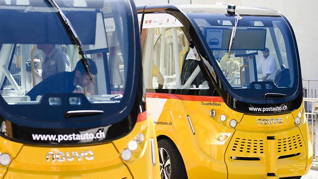 Die selbstfahrenden Busse befördern seit Donnerstag in Sitten Passagiere zwischen dem Stadtzentrum und dem Bahnhof. (Archivbild)