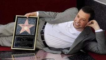 Serien-Star Jon Cryer liegt auf dem 2449. Stern in Hollywood