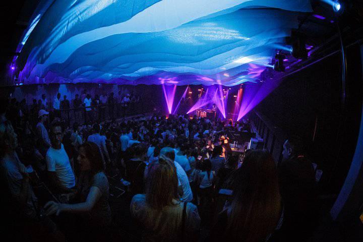 Auch in diesem Sommer stehen wieder viele Konzerte in der Poolbar auf dem Programm. (Bild: poolbar.at/Matthias Dietrich)