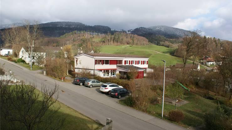 Das Kindergartengebäude an bester Lage oberhalb Mümliswil soll im nächsten Jahr verkauft werden.