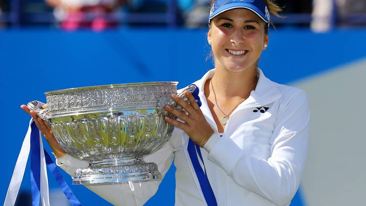 Belinda Bencic mit ihrem ersten WTA-Pokal.