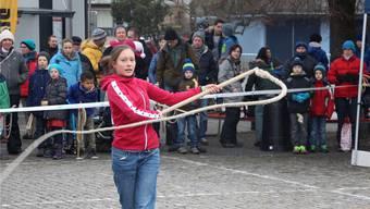 Jede Tradition nimmt einmal ihren Anfang: Anja Hofstetter aus Lenzburg ist in ihrer Familie die Erste, die chlöpft.