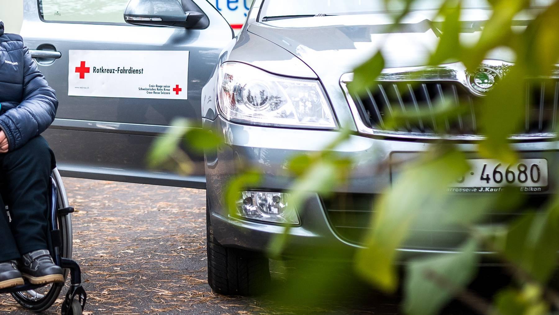 Immer mehr Hilfseinsätze im Spital – aber auch den Fahrdienst bietet das Schweizerische Rote Kreuz mit seinen Kantonalverbänden an. (Symbolbild)