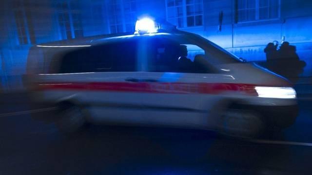 Polizeipatrouille folgte dem Flüchtenden mit Blaulicht (Symbolbild)
