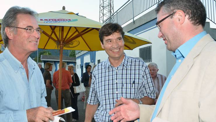 (V.l.): Teddy Buser, ehemaliger Schuldirektor, François Scheidegger,Kandidat aller bürgerlichen Parteien, und Remo Ankli, Regierungsrat.
