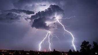 In Wales starben zwei Wanderer an einem Blitzschlag (Symbolbild)
