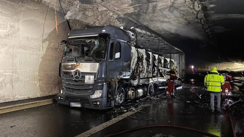 Der brennende Lastwagen beschädigte den Aeschertunnel bei Aesch ZH in Fahrtrichtung Chur stark.