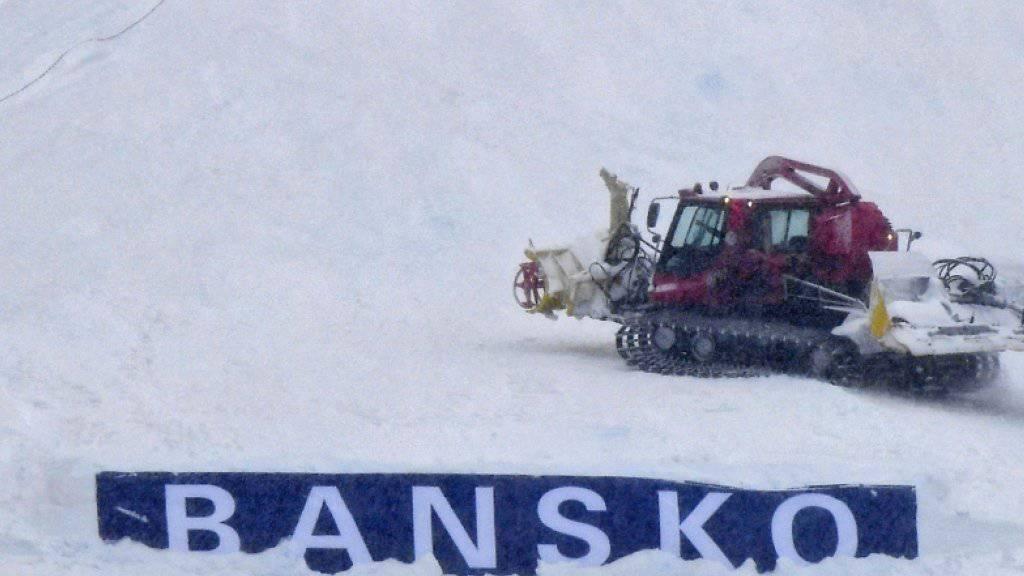 In Bansko arbeiten die Pistenfahrzeuge vergeblich - Super-G der Männer abgesagt