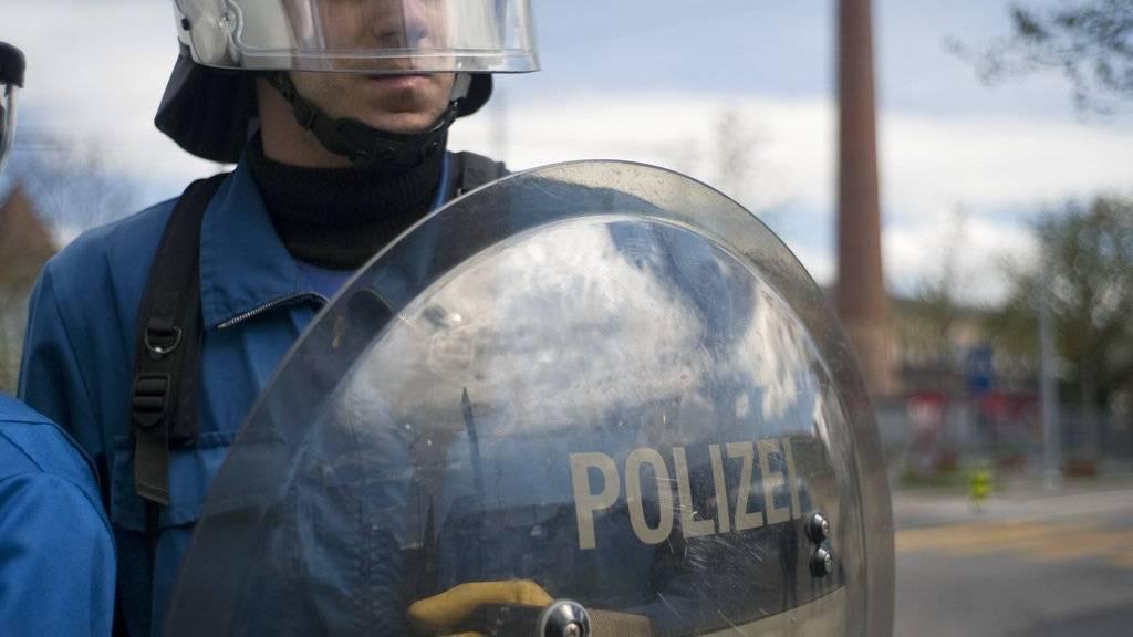 Am vergangenen Samstag stand während des Hochrisikospiels zwischen dem FC Zürich und dem FC Basel ein Grossaufgebot der Polizei im Einsatz.