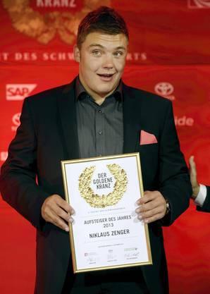 Niklaus Zenger gewinnt einen Award in der Sparte Aufsteiger des Jahres
