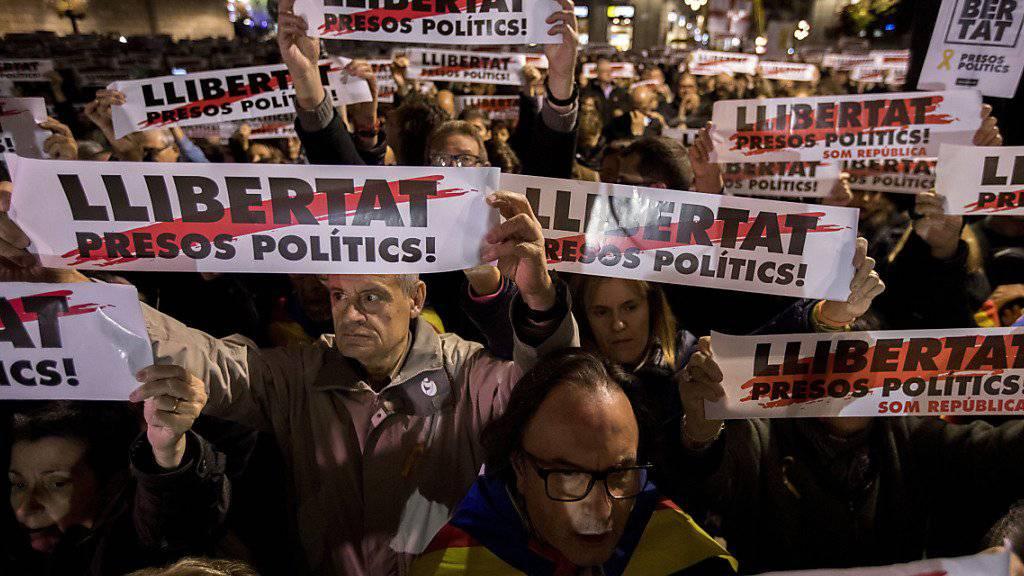 Unabhängigkeitsbestrebungen: Für die Neuwahlen in Katalonien im Dezember sind Wahllisten gefertigt worden, die auch Inhaftierte beinhalten.