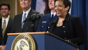 US-Justizministerin Loretta Lynch spricht an einer Medienkonferenz am Montag in Washington über die Rekordbusse für BP.