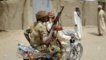 Tschadische Soldaten patroullieren am Tschadsee (Archivbild vom März dieses Jahres).
