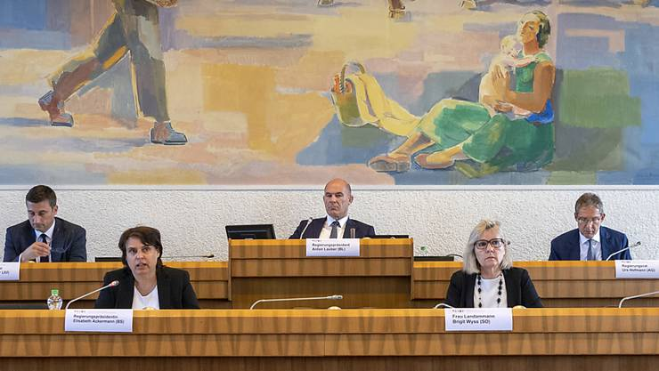 Die Regierungsvorsitzenden der fünf Nordwestschweizer Kantone haben dort Platz genommen, wo sonst in Liestal der Baselbieter Landrat tagt.