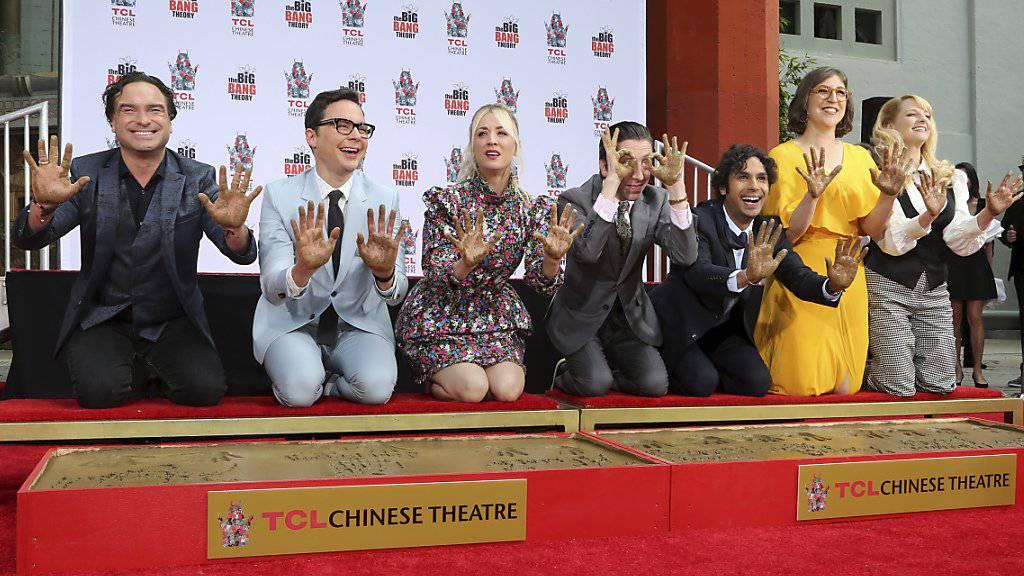 Die Hauptdarsteller der Comedy-Serie «The Big Bang Theory» am Mittwoch in Hollywood (v.l.n.r): Johnny Galecki, Jim Parsons, Kaley Cuoco, Simon Helberg, Kunal Nayyar, Mayim Bialik und Melissa Rauch.