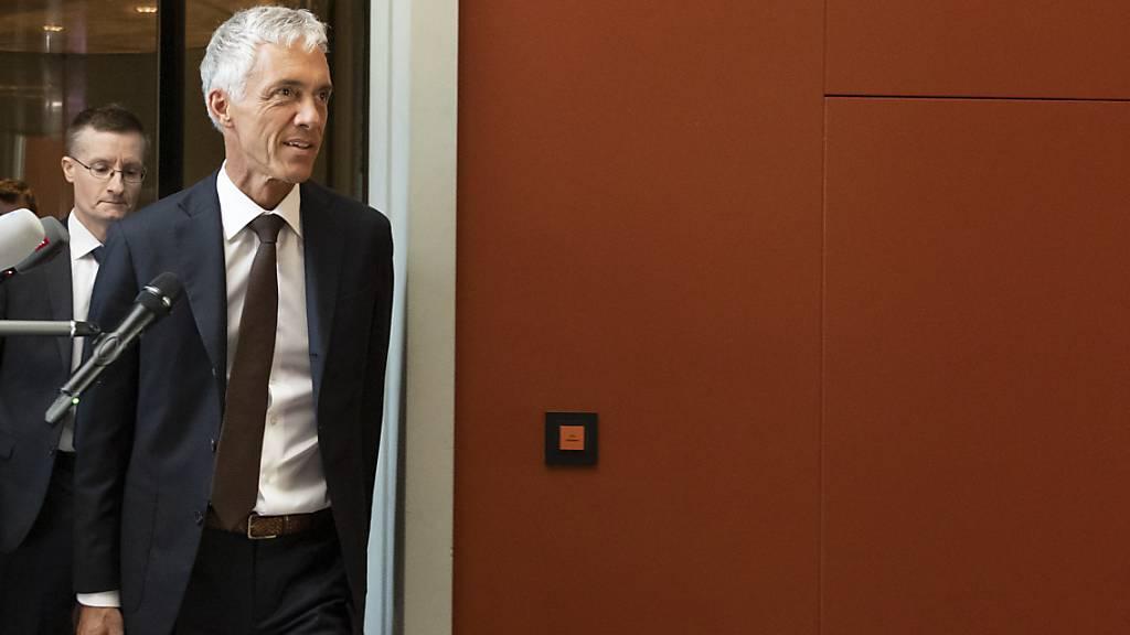 Bundesanwalt Michael Lauber traf am Mittwochnachmittag zur Anhörung bei der Gerichtskommission im Bundeshaus ein. Diese hat sich anschliessend für ein Amtsenthebungsverfahren gegen ihn entschieden.