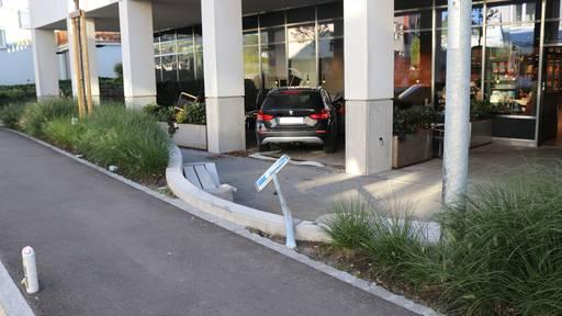BMW fährt in Böhli-Terrasse
