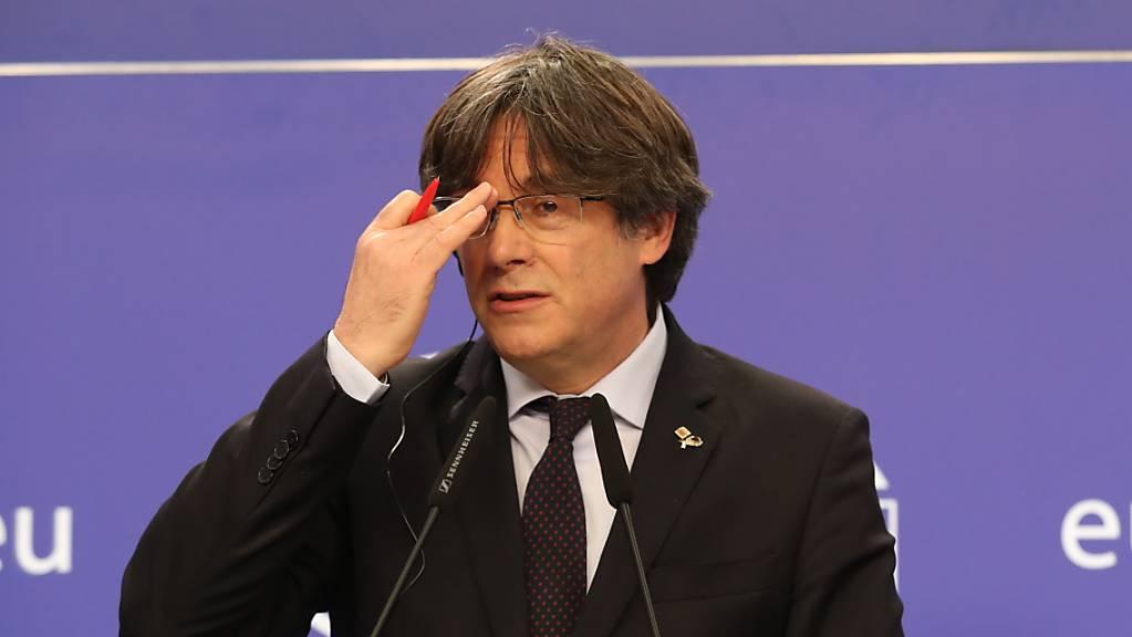 Carles Puigdemont, Mitglied des Europäischen Parlaments, nimmt an einer Pressekonferenz nach einer Plenarsitzung im Europäischen Parlament teil.