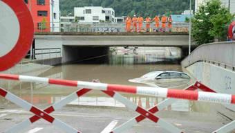 Auto unter Wasser in Goldschlägi-Unterführung, Schlieren