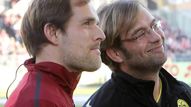 Thomas Tuchel (l.) wird Jürgen Klopp als BVB-Trainer ablösen