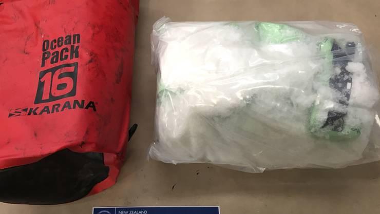 Verpackt in kleine Tüten wurden 469 Kilo Crystal Meth in einem Container mit Elektromotoren nach Neuseeland eingeführt - nach der Entdeckung durch den Zoll und mehreren Hausdurchsuchungen wurden zwei Kanadier und ein Neuseeländer festgenommen.
