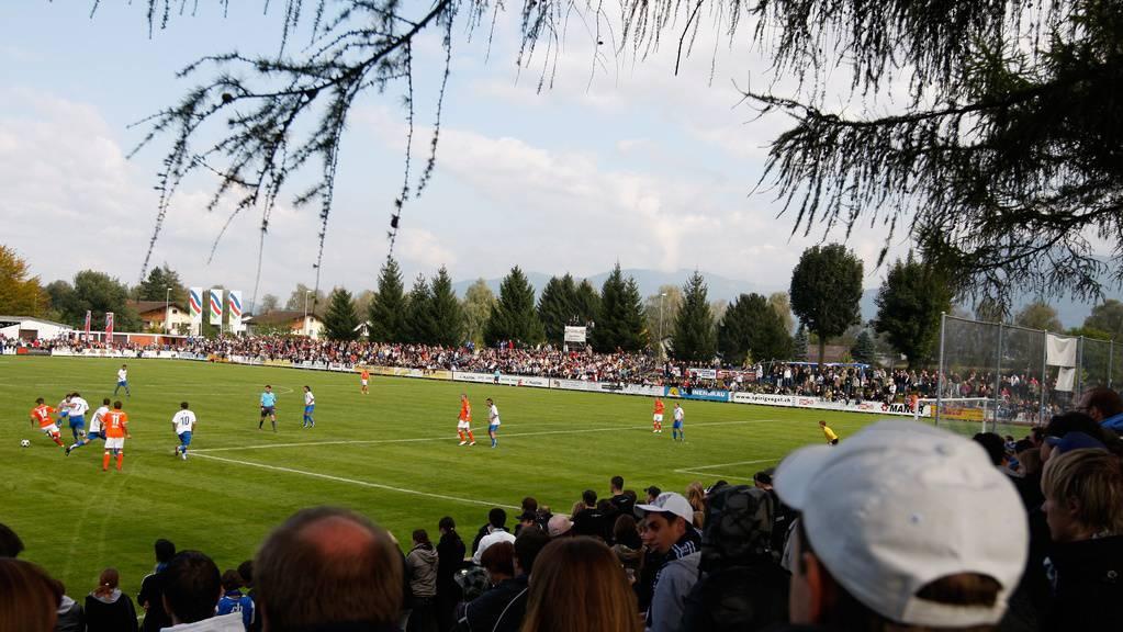 Cupspiele gegen Grosse kennt man auf dem Sportplatz Aegeten: Hier spielt der FC Widnau gegen den FC Zürich im September 2008 – Widnau verlor 0:6.