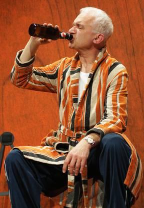 Der Kontrabassist versucht, seinem Leben mit Alkohol eine Wende zu geben