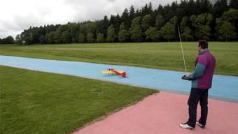 Im Gegensatz zu dieser Modellflugzeugpiste in Langenthal will der Schnottwiler Verein seine Flugpiste und den ganzen Abstellplatz als Grünfläche belassen.