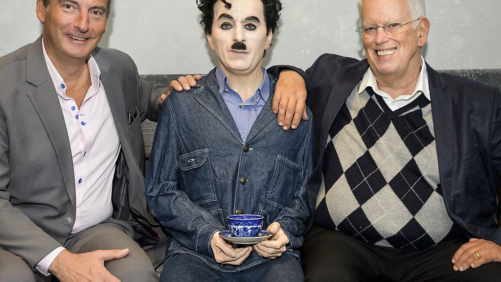 Die Gedenkveranstaltungen zum 40. Todestages von Charlie Chaplin wurden am Mittwoch von Museums-Direktor Jean-Pierre Pigeon (links) und dem Sohn des Ausnahmekünstlers, Eugene Chaplin (rechts) bekannt gegeben.