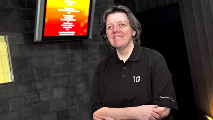 Im Service des Dunkelrestaurants «Blinde Kuh» servieren ausschliesslich blinde oder sehbehinderte Menschen. Ruth Eggerschwiler ist seit Beginn dabei.