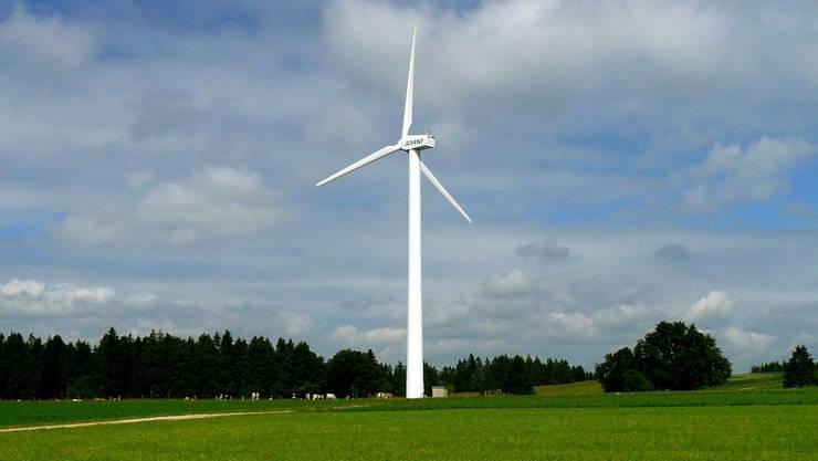 Ob auf dem Lindenberg einst eine Windenergieanlage stehen wird, wie hier im Jura, ist offen. zvg